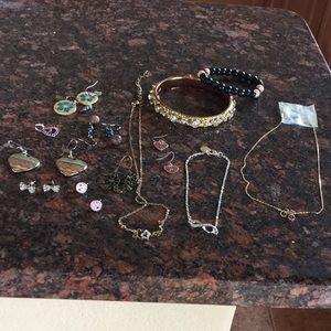 Women's Jewelry lot: necklaces, earrings, bracelet